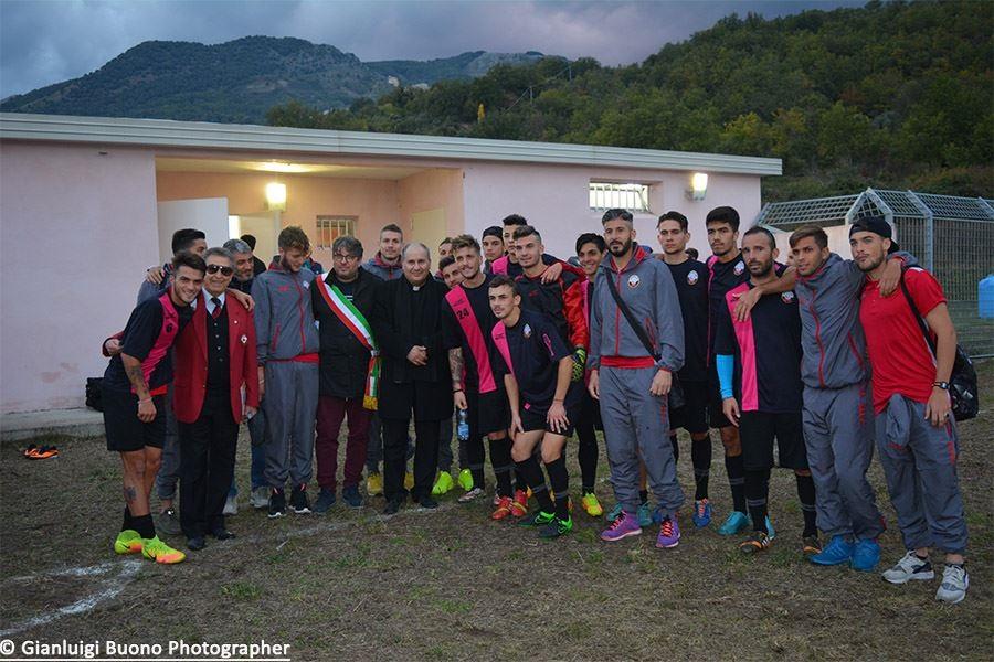 Don Pino Esposito all'inaugurazione del campo sportivo F. Campolongo della sua parrocchia SS. Trinita'