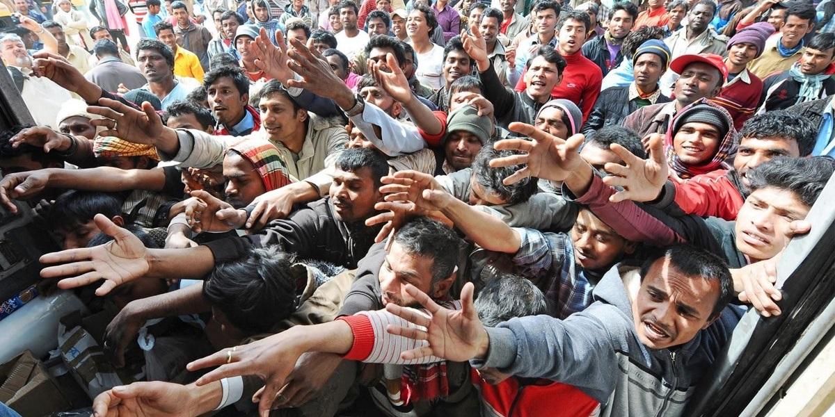 La crisi dei rifugiati e l'approccio cristiano un unico grande atto di misericordia - Don Pino Esposito