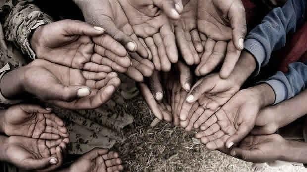 Don Pino Esposito Charitas - Empori della solidarieta' come contrasto alle nuove poverta'