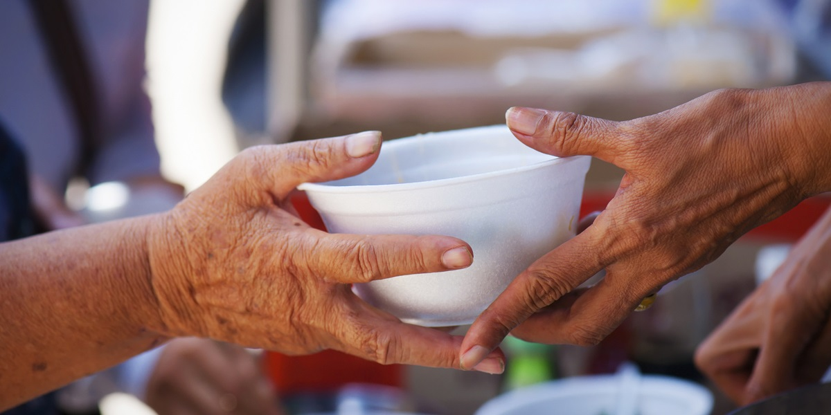 Il pane e la misericordia: non dobbiamo mai abbandonare il fianco degli ultimi